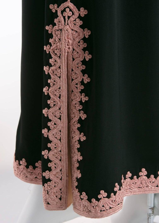 1970s Vintage  'De Velasco Boutique, Tanger' Black Silk Pink Embroidered Caftan For Sale 4