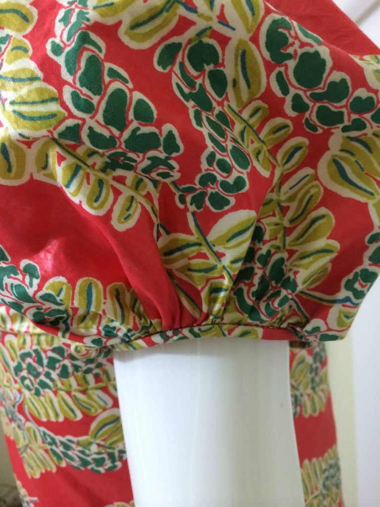 1940s  Polished Cotton Floral Print Short Puff Sleeve Maxi Dress For Sale 3