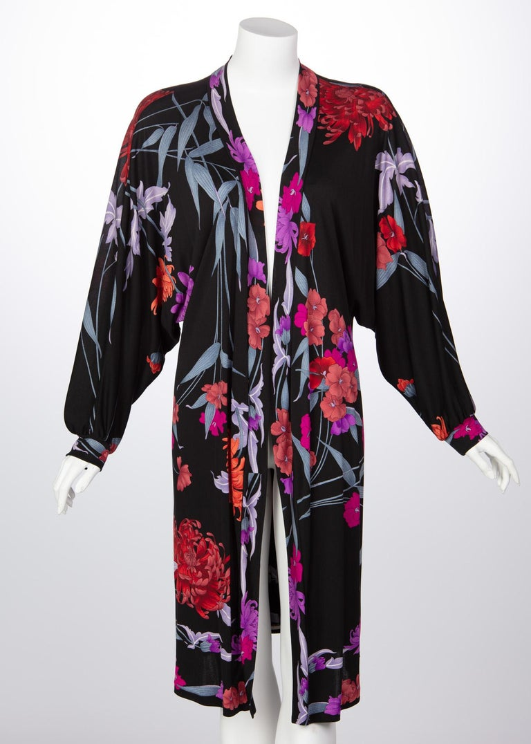 Leonard fashions are widely known for their bold and meticulous prints. Having been compared to the designs of Italian designer, Emilio Pucci, Leonard retains a particular softness in theirs. After 1970, the Leonard brand introduced luxury jersey