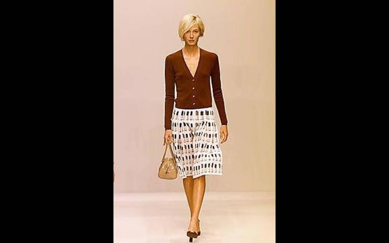 Prada Runway Lipstick  Print Skirt Rare & Collectable In Excellent Condition For Sale In Boca Raton, FL