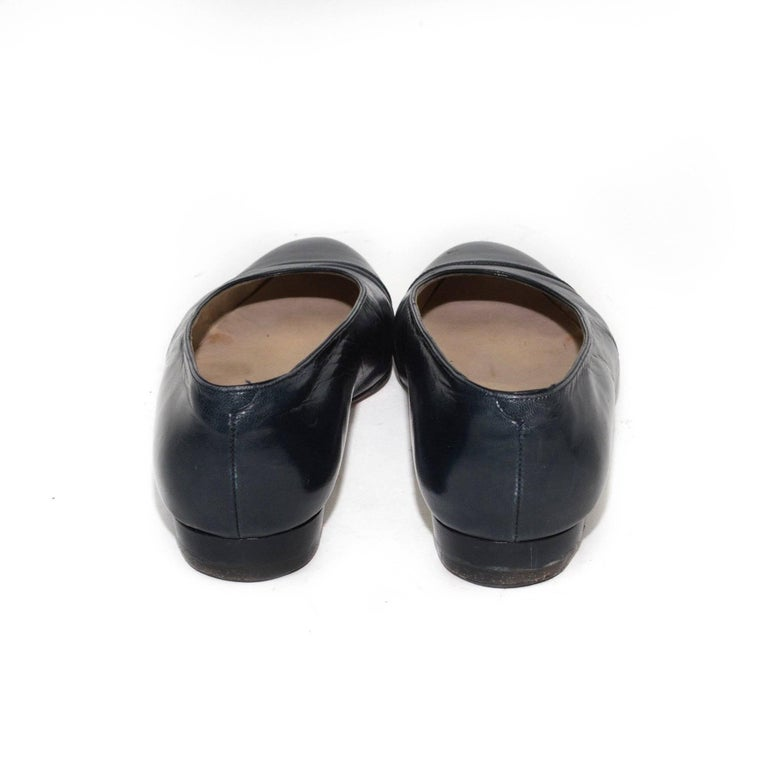 Chanel Classic Black Leather Flats In Fair Condition For Sale In Los Angeles, CA