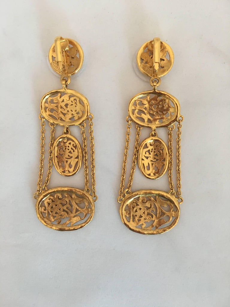 1980s chanel gold tone floral filigree chandelier clip earring for 1980s chanel gold tone floral filigree chandelier clip earring in excellent condition for sale in los arubaitofo Gallery