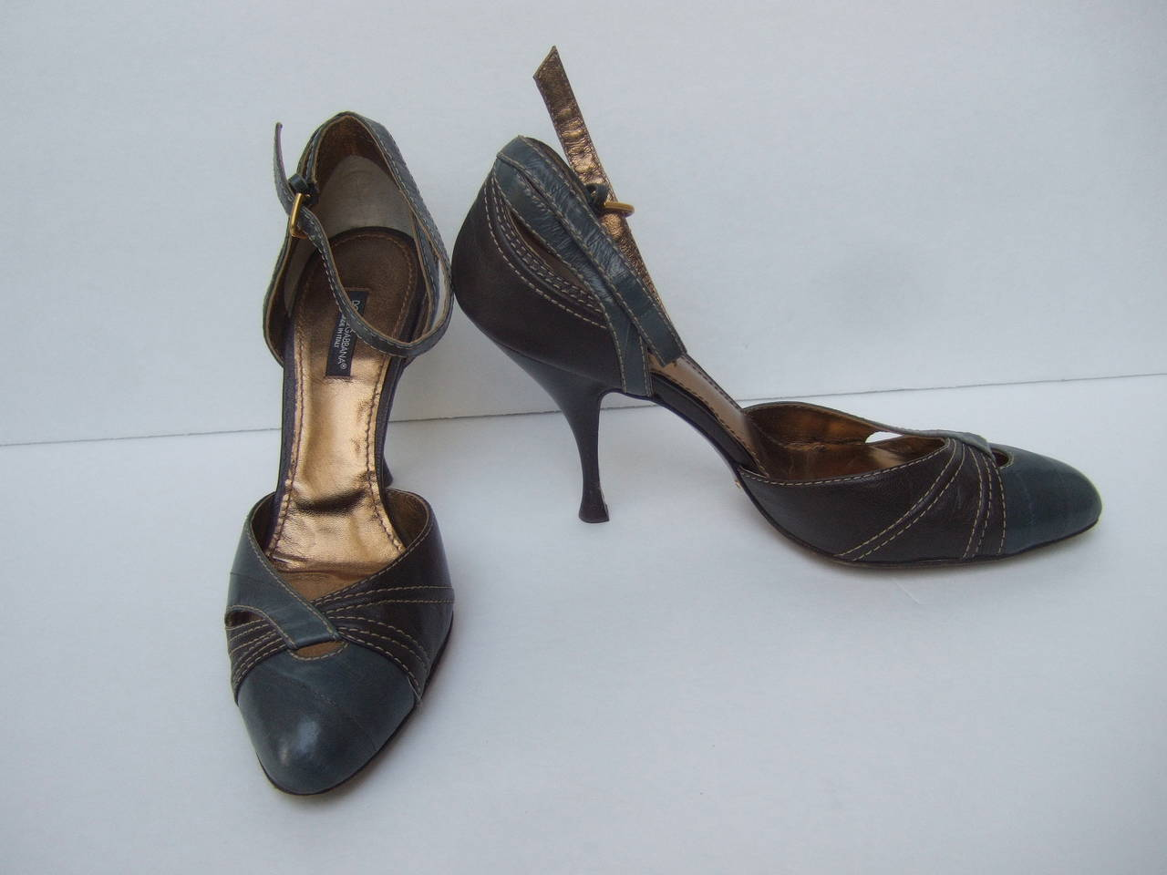 Dolce & Gabbana Gray & Brown Ankle Strap Shoes Size 39.5 Made in Italy In Good Condition For Sale In Santa Barbara, CA