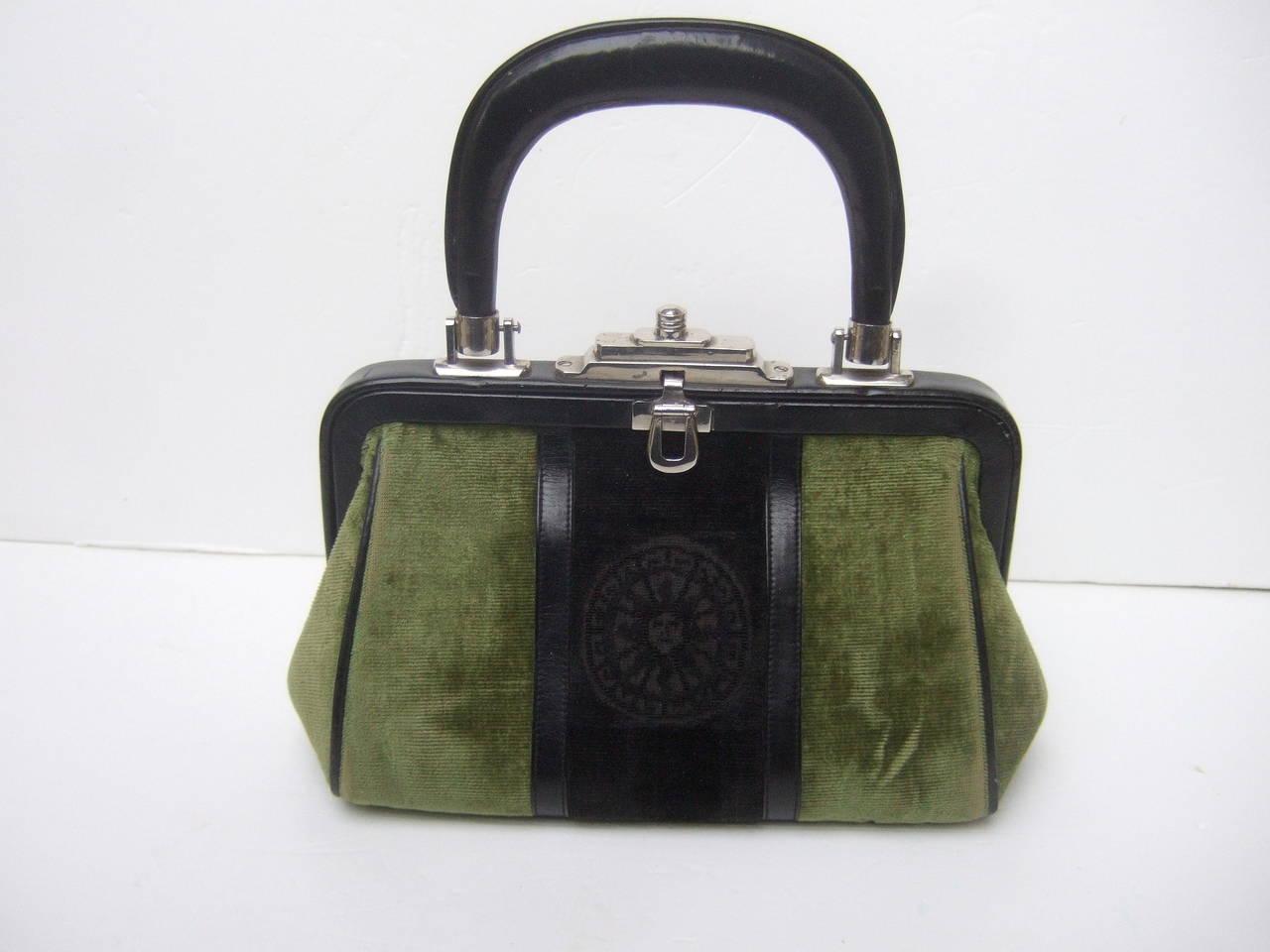 Women's Roberta Di Camerino Moss Green & Ebony Velvet Handbag Made in Italy For Sale