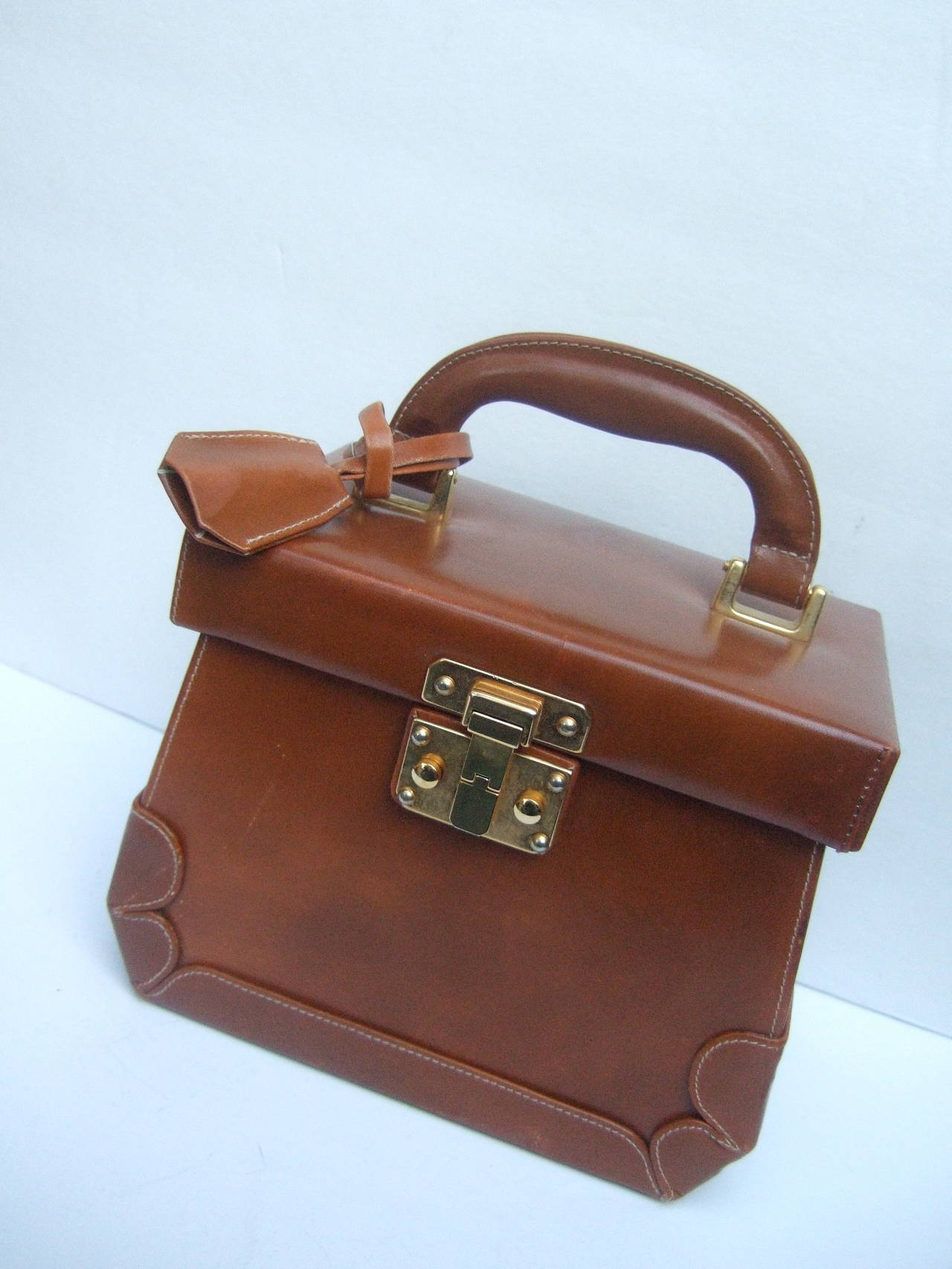 Henri Bendel Caramel Brown Leather Train Case Handbag Made In Italy Good Condition For
