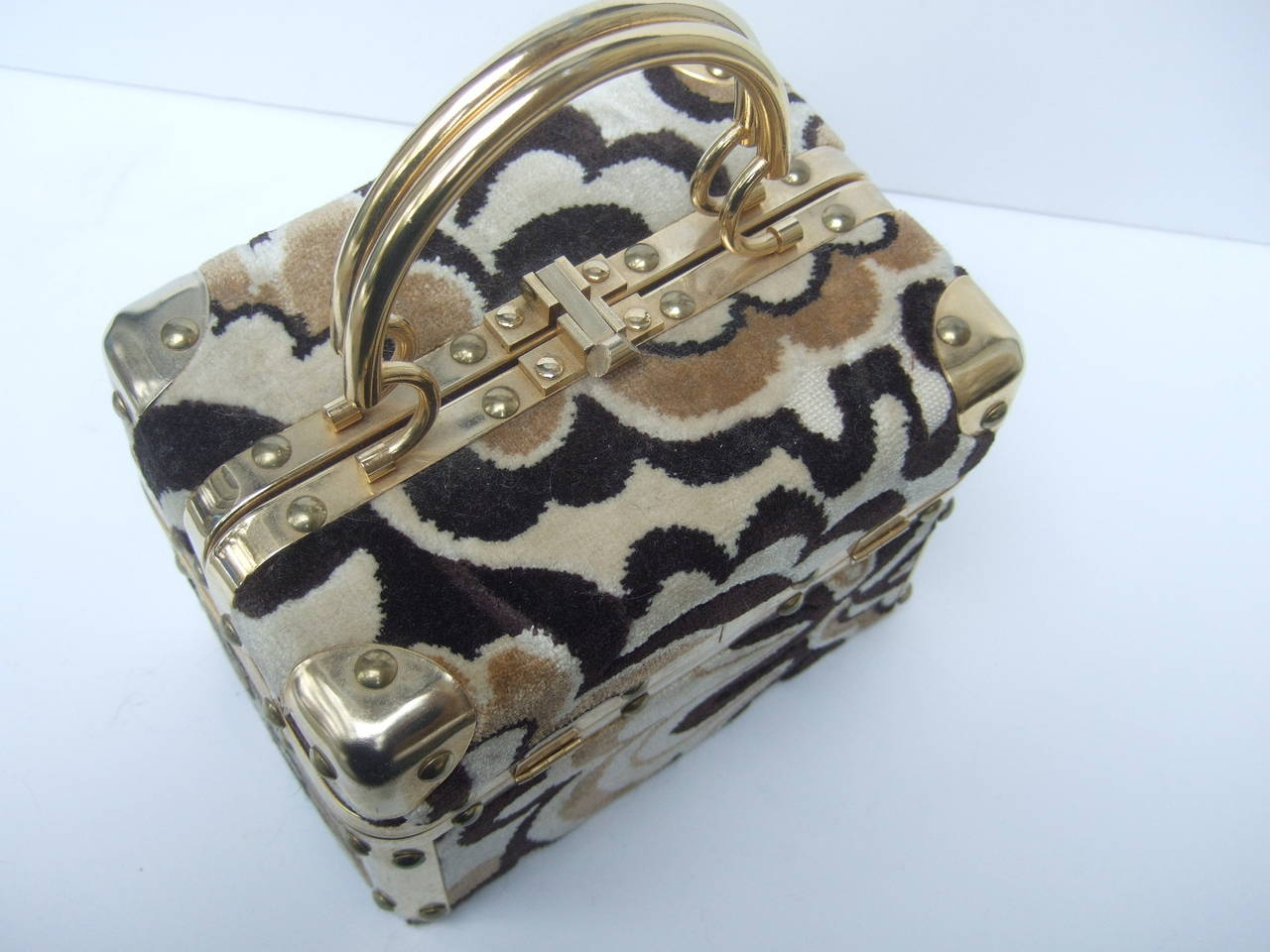 Mod Cut Velvet Italian Box Handbag c 1970 In Good Condition For Sale In Santa Barbara, CA