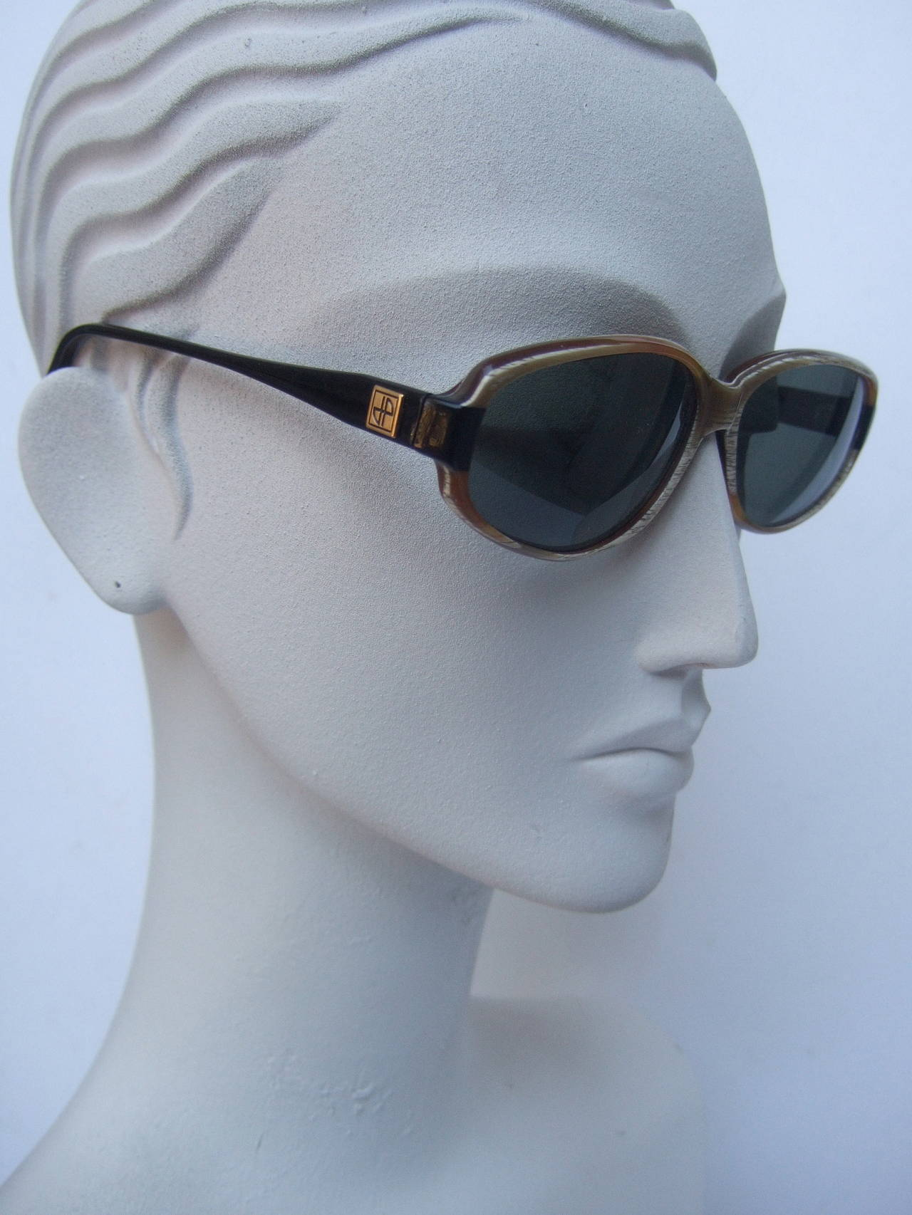 Jean Patou Paris Stylish Sunglasses Made in France In Excellent Condition For Sale In Santa Barbara, CA