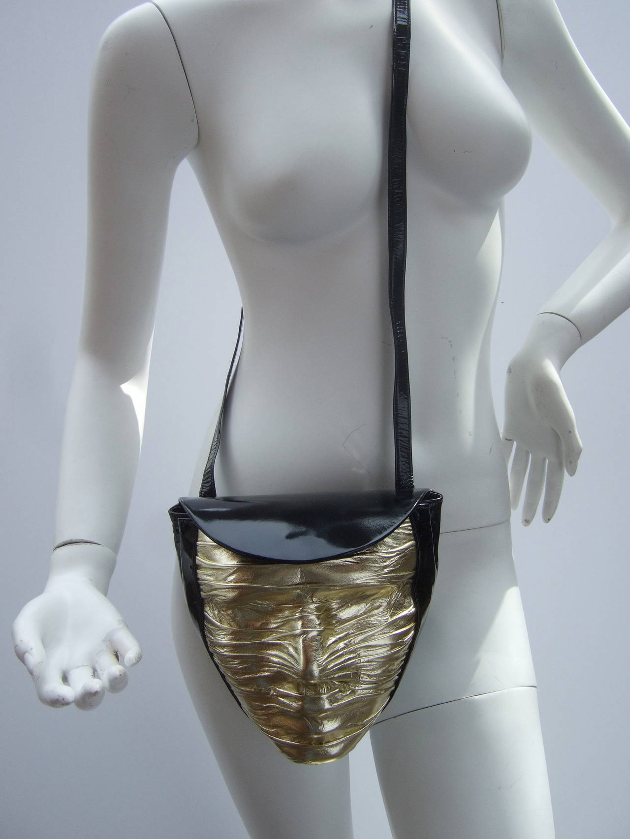 Charles Jourdan Paris Avant-Garde Mummified Handbag c 1980s In Excellent Condition For Sale In Santa Barbara, CA