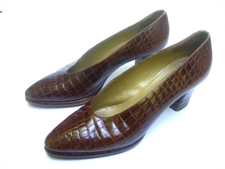 Yves Saint Laurent Italian Embossed Brown Leather Pumps US Size 7.5 M In Good Condition For Sale In Santa Barbara, CA