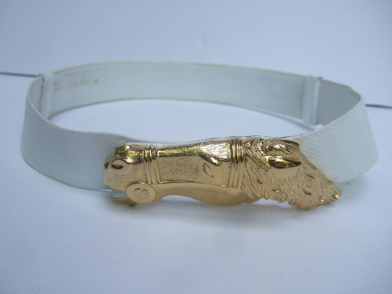 Judith Leiber Gilt Equine Buckle Embossed White Leather Belt In Excellent Condition For Sale In Santa Barbara, CA