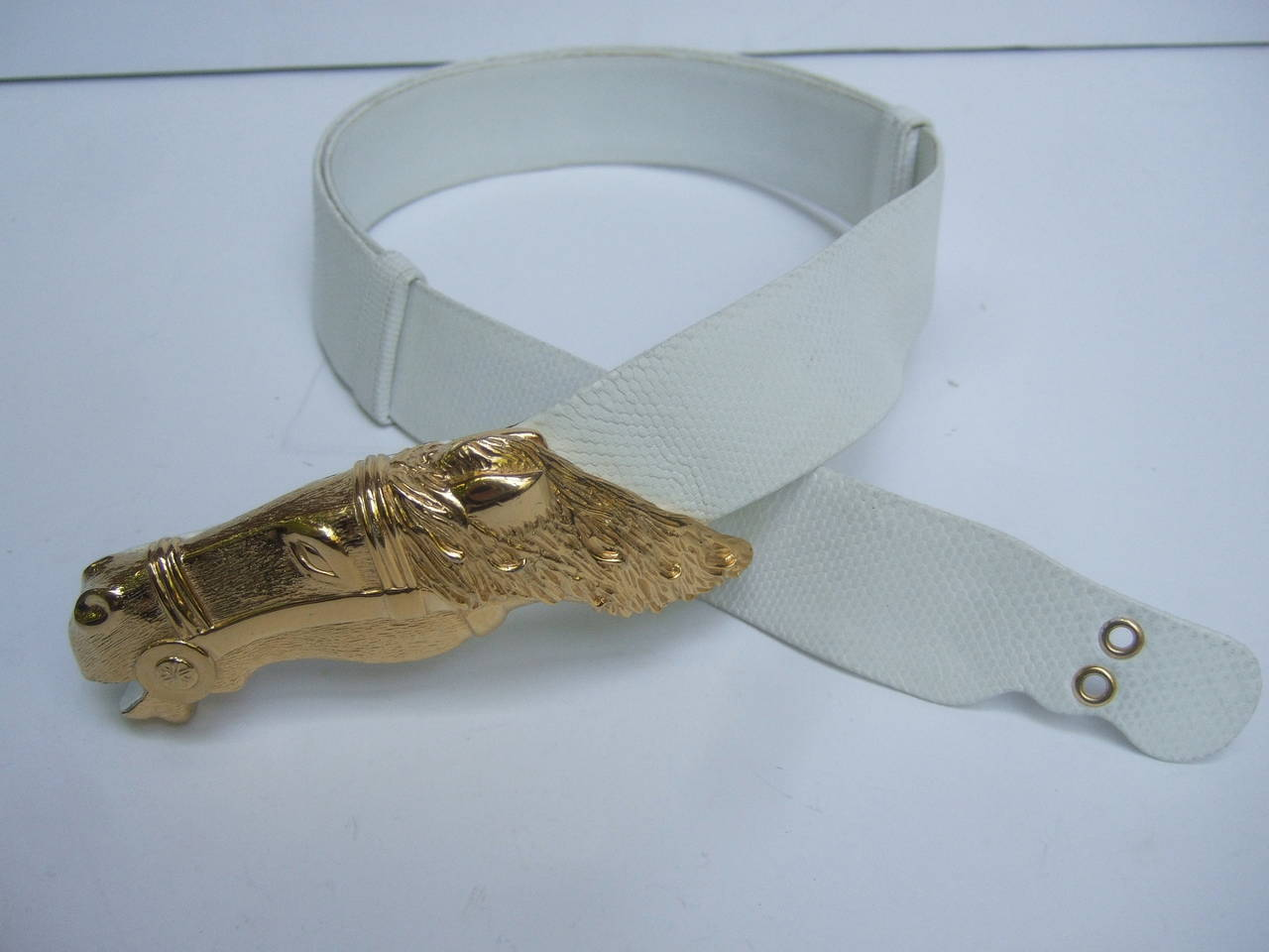 Judith Leiber Gilt Equine Buckle Embossed White Leather Belt For Sale 1
