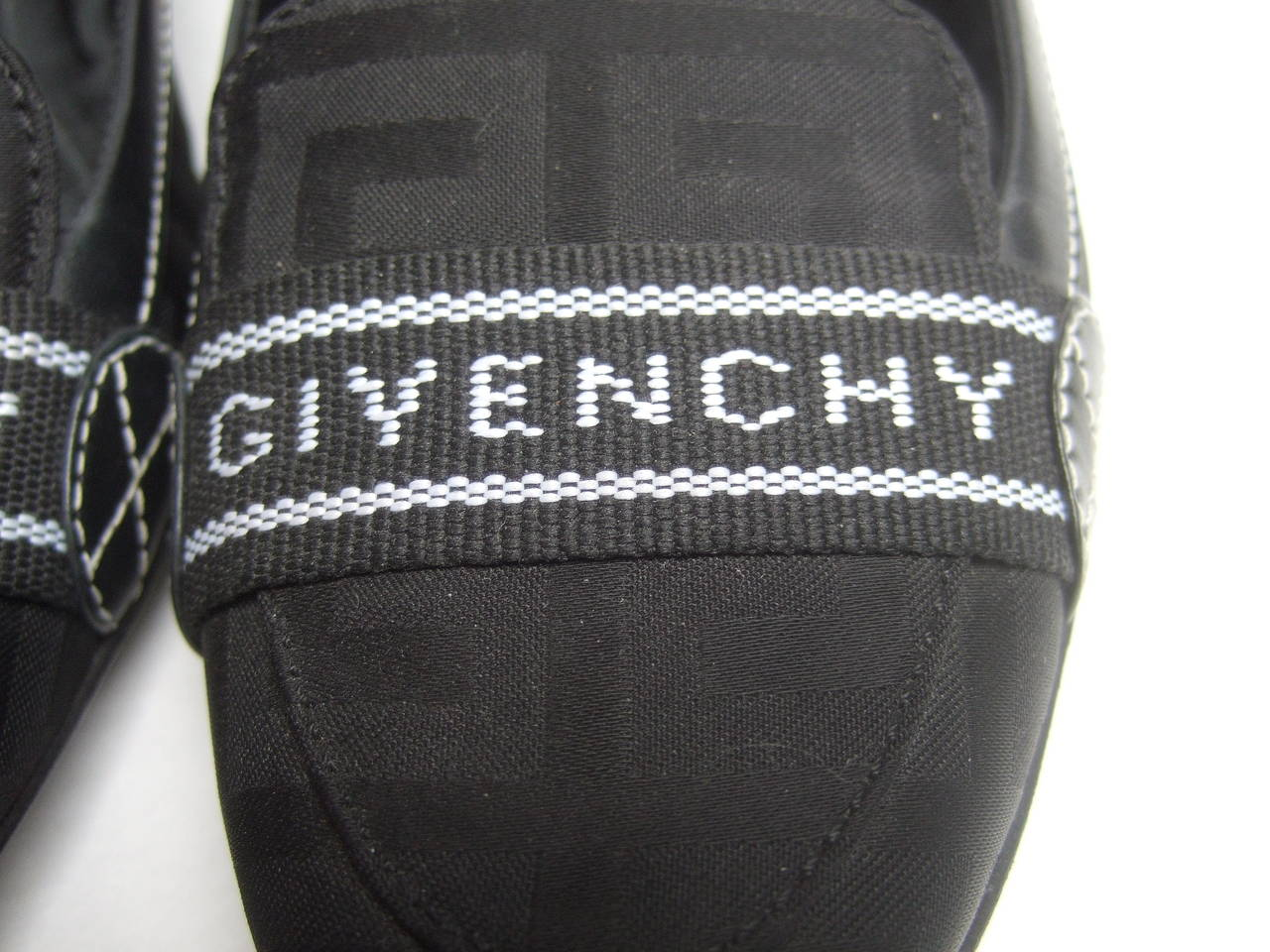 Givenchy Black Canvas Skimmer Flats Made in Italy Size 38.5 In Good Condition For Sale In Santa Barbara, CA