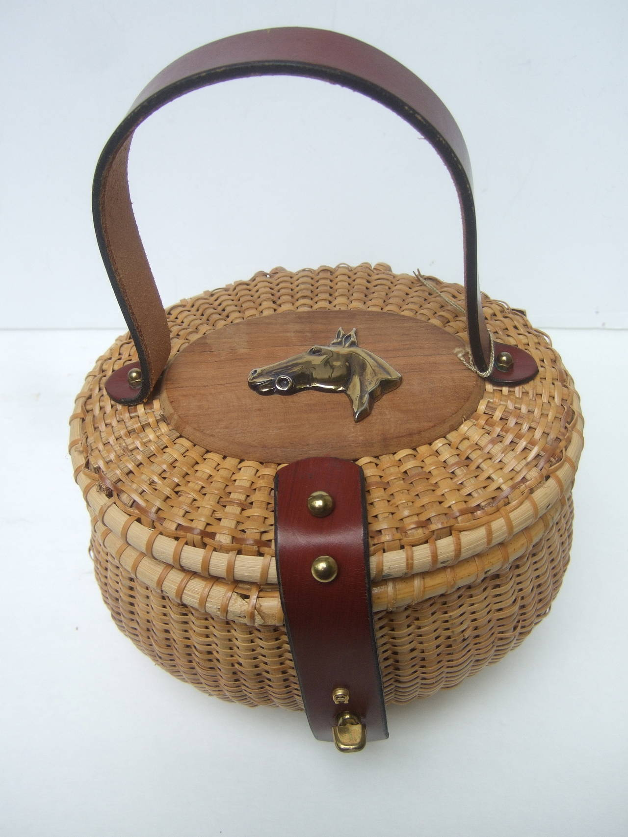 Oval Wicker Basket Equestrian Theme Handbag c 1970s In New never worn Condition For Sale In Santa Barbara, CA