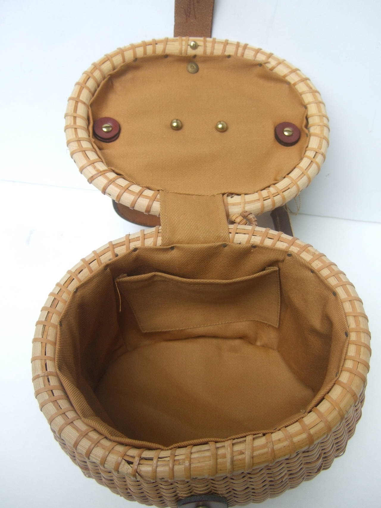 Oval Wicker Basket Equestrian Theme Handbag c 1970s For Sale 4