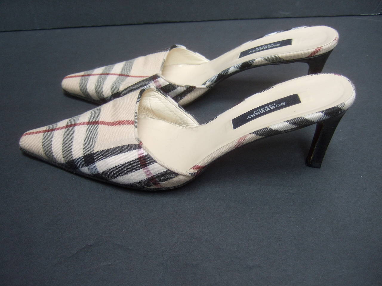 Women's Burberry London Classic Nova Plaid Wool Mules Made in Italy Size 37.5 For Sale