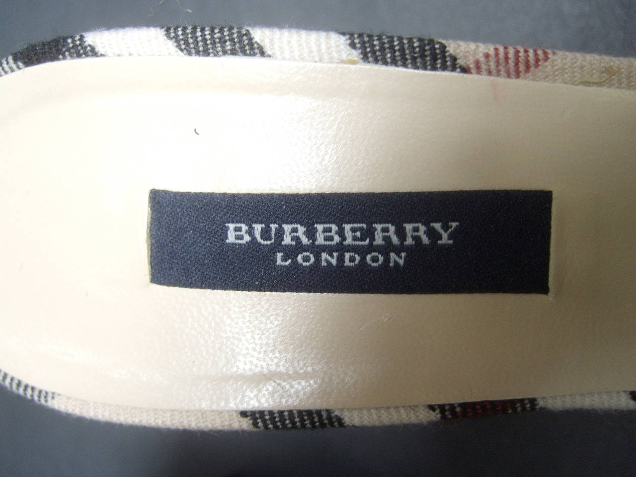 Burberry London Classic Nova Plaid Wool Mules Made in Italy Size 37.5 For Sale 3