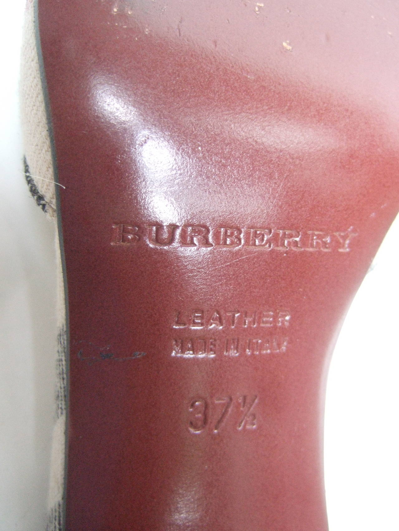 Burberry London Classic Nova Plaid Wool Mules Made in Italy Size 37.5 For Sale 2