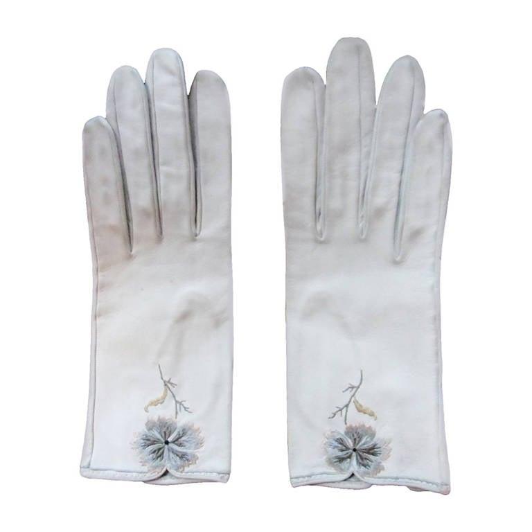 Hermes Vintage Embroidered Gloves 1961 For Sale