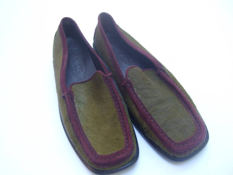 Tod's Exotic Olive Green & Burgundy Pony Fur Driving Shoes Size 37 In Excellent Condition For Sale In Santa Barbara, CA
