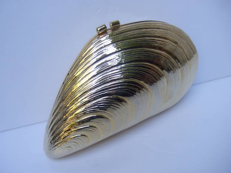 Opulent Gilt Metal Clam Shell Evening Bag Made in Italy c 1970 5