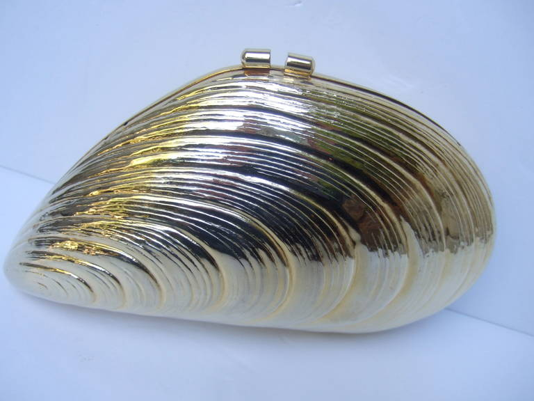 Opulent Gilt Metal Clam Shell Evening Bag Made in Italy c 1970 3