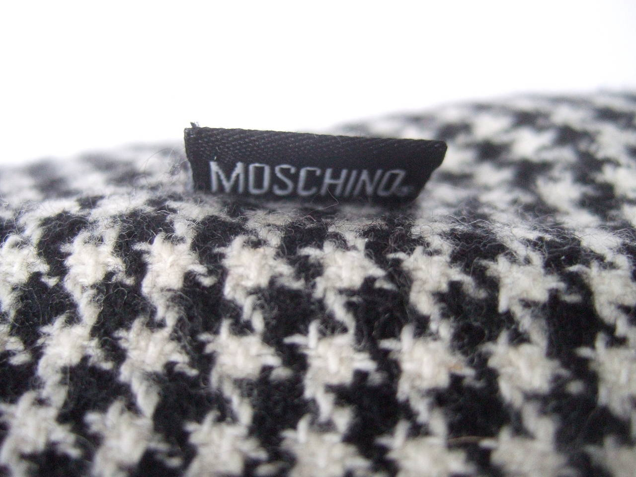 Moschino Mod Op Art Lolita Hounds Tooth Wool Skirt US Size 8 Made in Italy For Sale 4