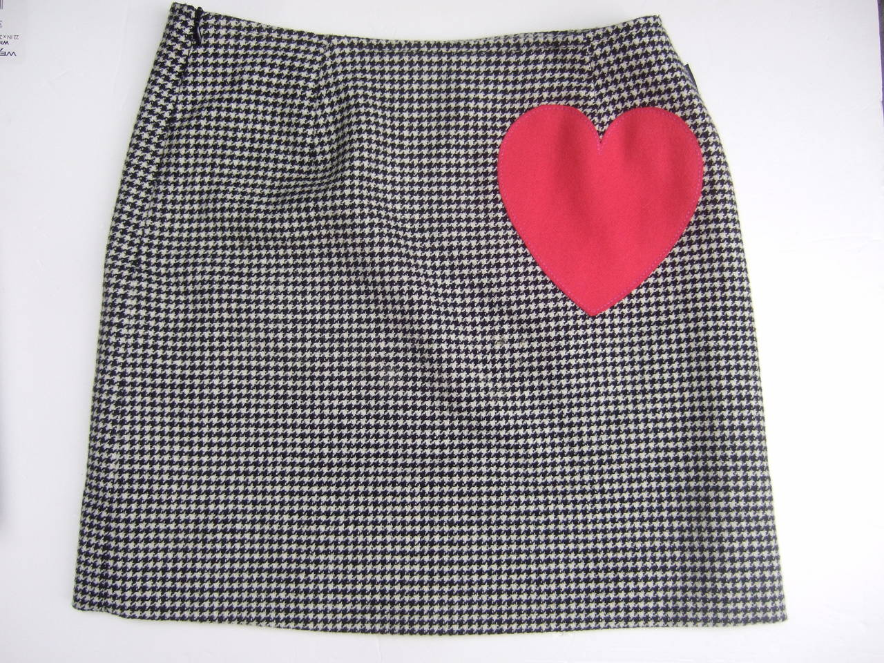 Moschino Mod Op Art Lolita Hounds Tooth Wool Skirt US Size 8 Made in Italy For Sale 1