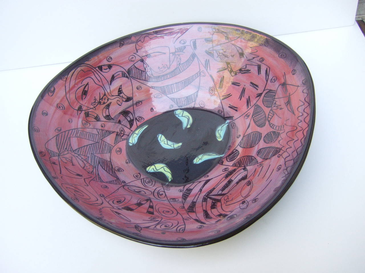 Artisan Ceramic Illustrated Bowl Designed by Odell  c 1995 For Sale 2