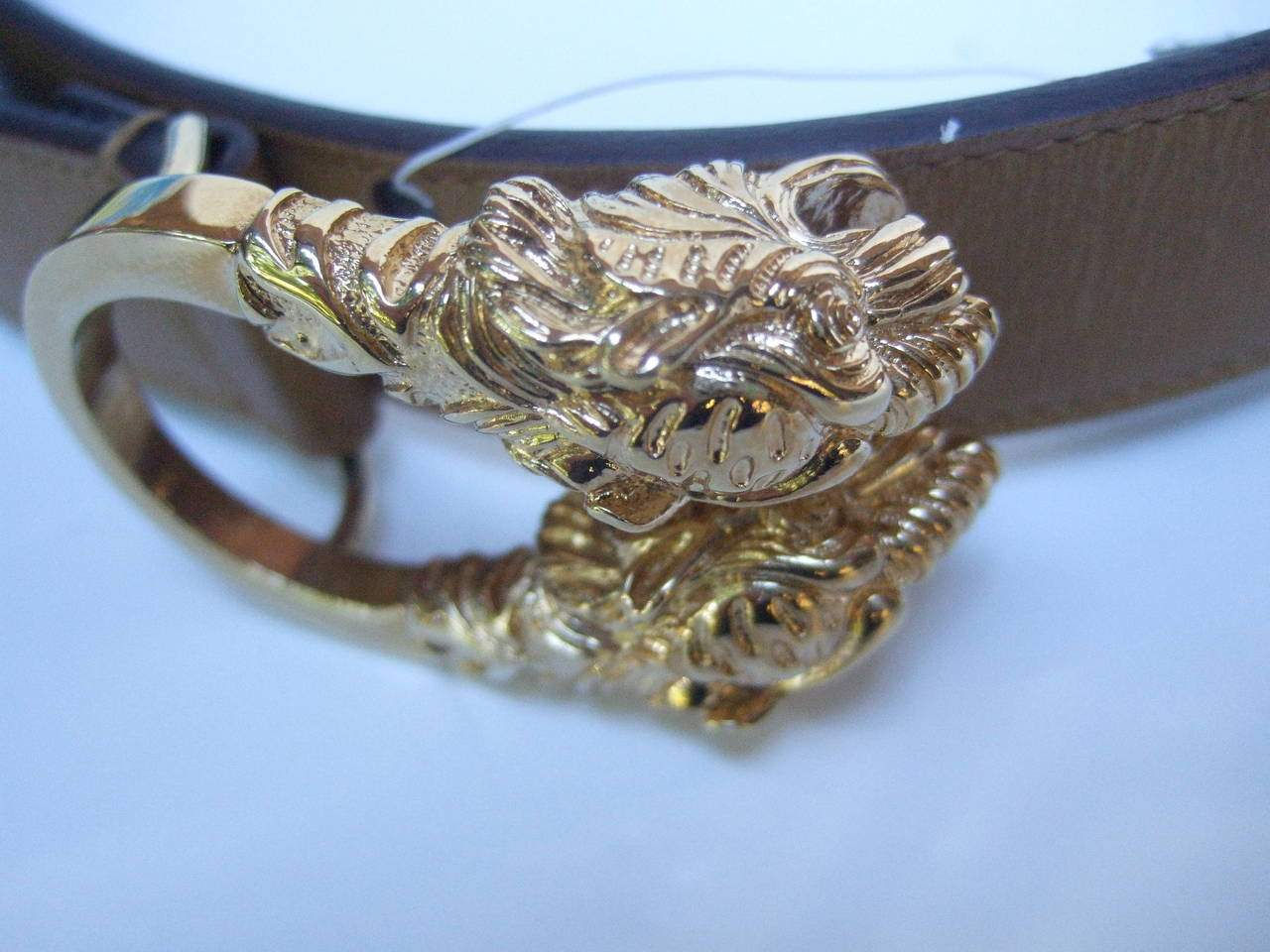 f52a39eb1 Gucci Gilt Metal Tiger Buckle Caramel Leather Belt Size 28 In New Condition  For Sale In