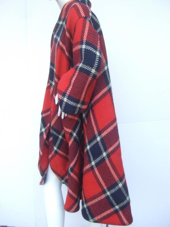 1960s Pauline Trigere Mod Plaid Wool Swing Coat  In Good Condition For Sale In Santa Barbara, CA