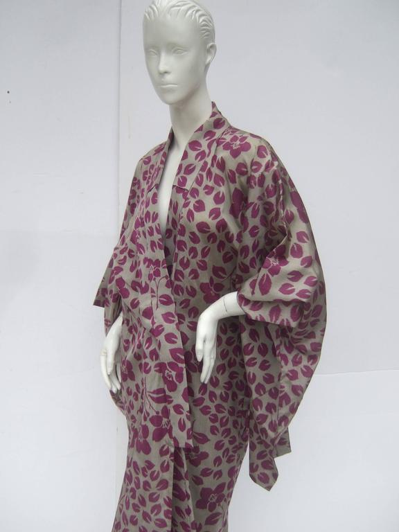 Women's Japanese Style Flower Print Kimono Robe c 1970s For Sale