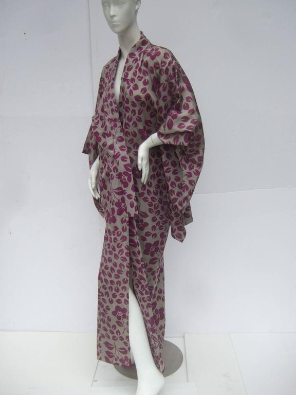 Japanese Style Flower Print Kimono Robe c 1970s For Sale 1