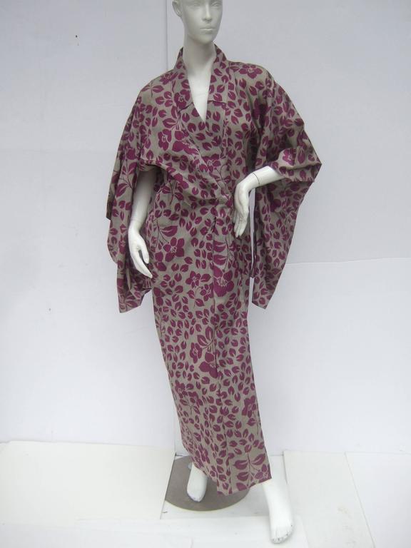 Japanese Style Flower Print Kimono Robe c 1970s For Sale 4