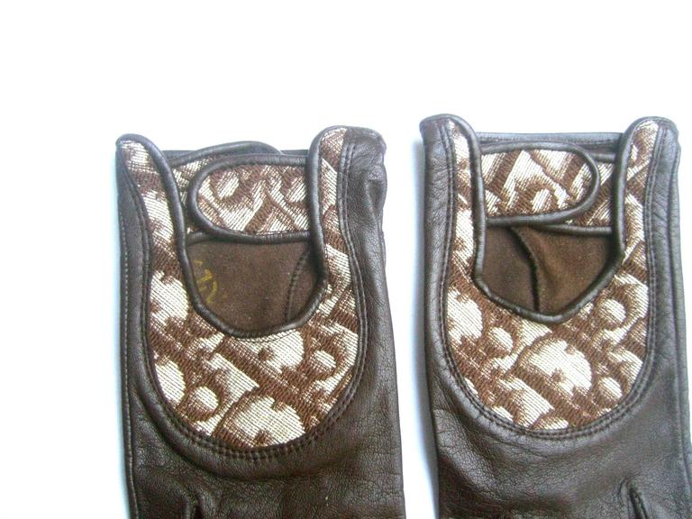 Christian Dior Chocolate Brown Leather Driving Gloves c 1970s In Excellent Condition For Sale In Santa Barbara, CA