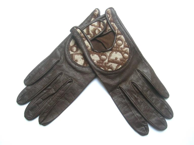 Women's Christian Dior Chocolate Brown Leather Driving Gloves c 1970s For Sale
