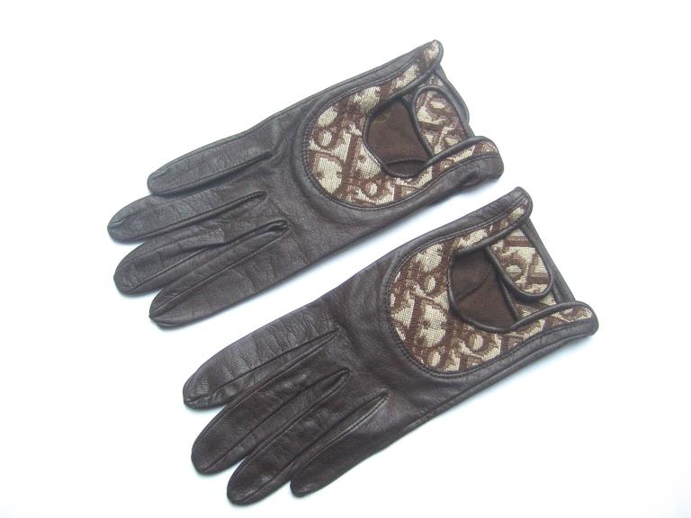 Christian Dior Chocolate Brown Leather Driving Gloves c 1970s For Sale 2