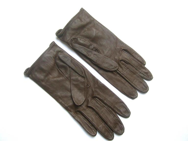 Christian Dior Chocolate Brown Leather Driving Gloves c 1970s For Sale 3