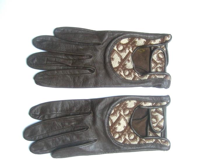 Christian Dior Chocolate Brown Leather Driving Gloves c 1970s For Sale 4