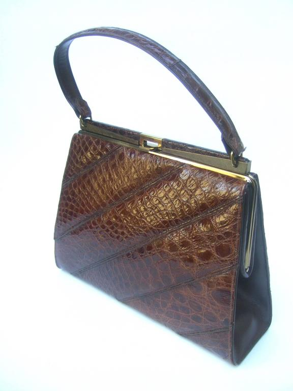 Chic Genuine Brown Alligator Handbag ca 1960  In Good Condition For Sale In Santa Barbara, CA