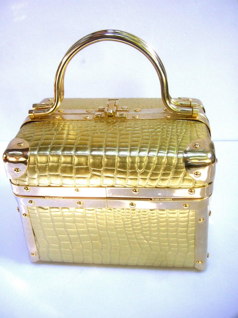 Borsa Bella Italy Gold Metallic Embossed Box Purse c 1980s In Excellent Condition For Sale In Santa Barbara, CA