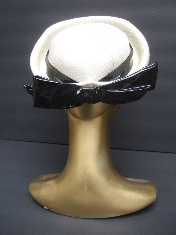 Beige Lilly Dache Parisian Style Bow Trim Hat c 1970 For Sale