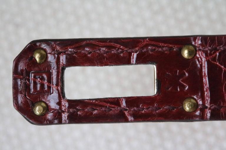 Women's or Men's Hermès Kelly Croc Gold Hardware Clutch Pochette Wallet For Sale
