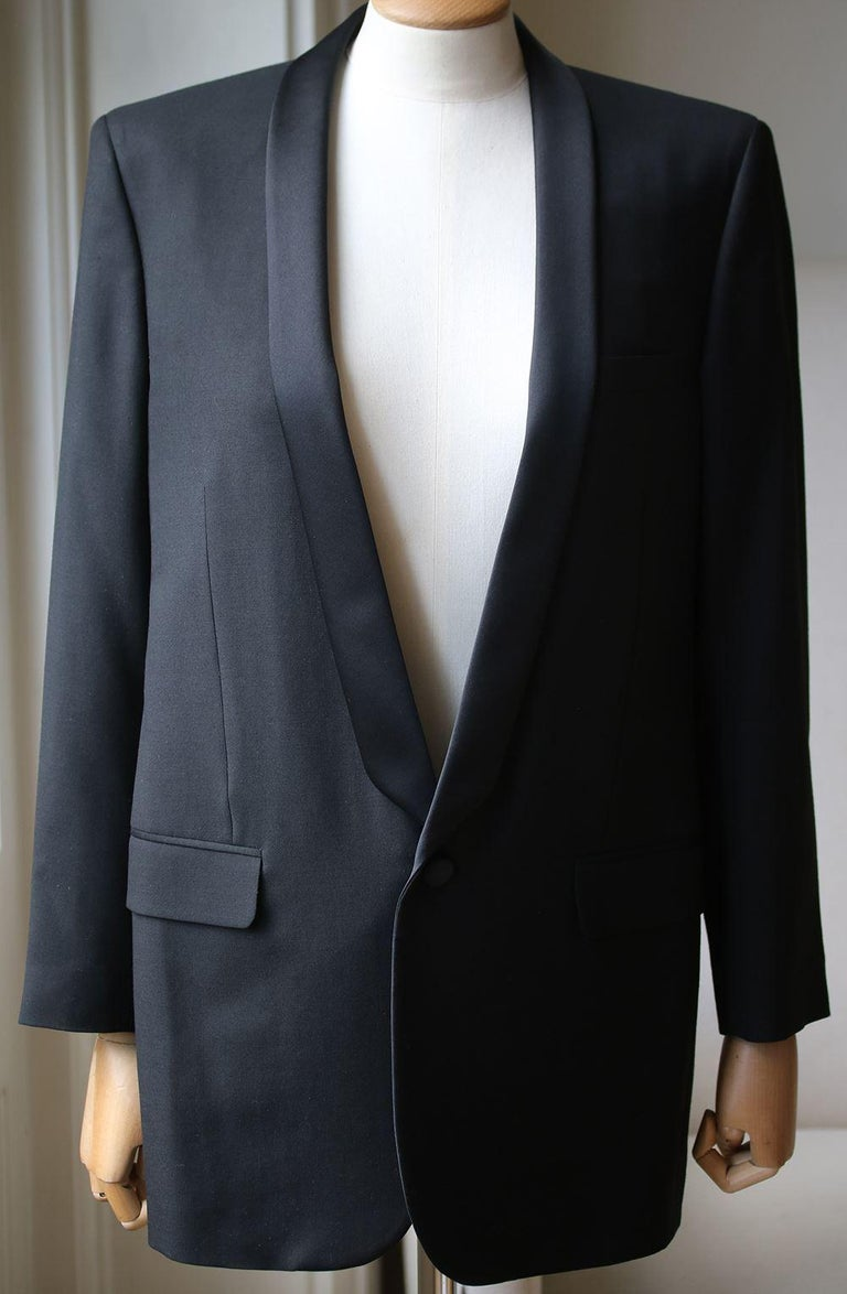 Yves saint laurent introduced the iconic 'le smoking' tuxedo in 1966. Hedi slimane's modern interpretation of the jacket features the same sleek, androgynous cut. Fully lined in silk for a smooth fit, this satin -trimmed wool-gabardine style is a