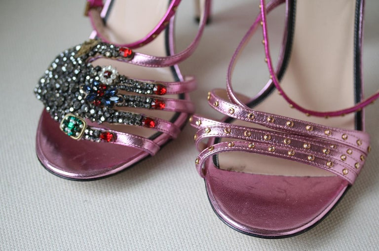Gucci Crystal Hand-Applique Embellished Sandals  In New Condition For Sale In London, GB