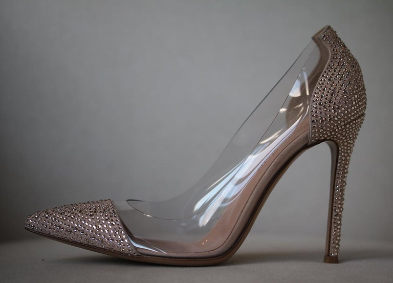 Adopt a touch of glamour in your shoe repertoire with Gianvito Rossi's statement Calabria Crystal Court. Boasting a sleek panelled design, the body of the shoe is crafted in clear plastic and is framed by a sharp pointed toe and towering stiletto