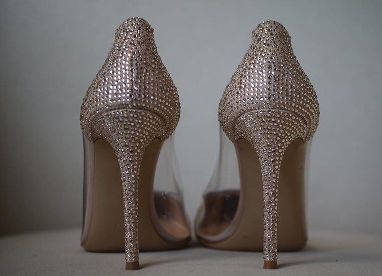 Gianvito Rossi Calabria Crystal-Embellished Pumps In New Condition For Sale In London, GB