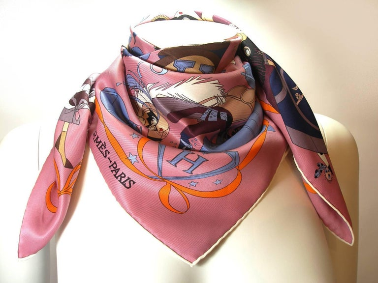 Hermès Scarf 70 cm Vintage Silk Le Bal Masqué Rosewood blue / Good Condition In Good Condition For Sale In VERGT, FR