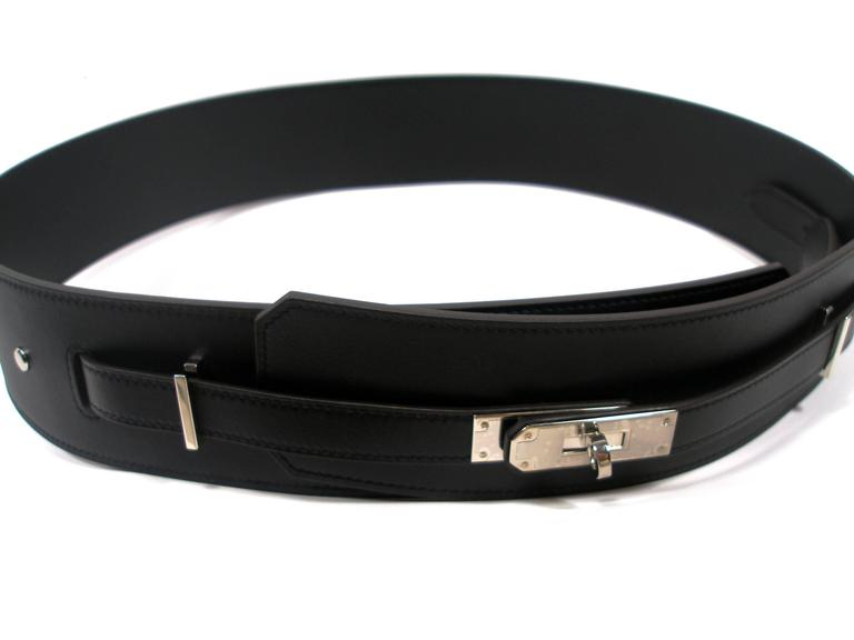 RARE Hermès Piano Belt  Black color Size : 95 cm  Ajustable Plastic is still on hardware  Palladium hardware  Stamp : P Retail price 1700 €  Sorry no box , its comes with Hermès shopping bag and ribbon Please considere for this purchase :  It comes