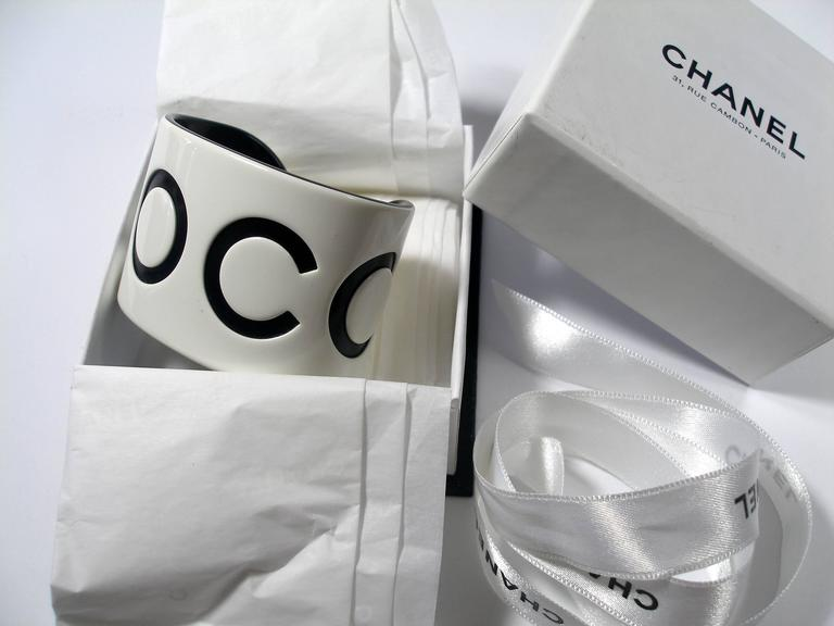 VINTAGE CHANEL White & Black Resin COCO Large Wide Cuff Bangle Bracelet  For Sale 2
