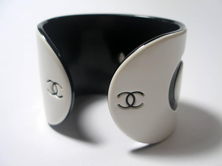 Women's VINTAGE CHANEL White & Black Resin COCO Large Wide Cuff Bangle Bracelet  For Sale